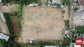 Stadion Mini Gebyuran yang berada di antara pemukiman warga di kawasan Joglo, Jakarta Barat. (CNNIndonesia/Aulia Bintang)