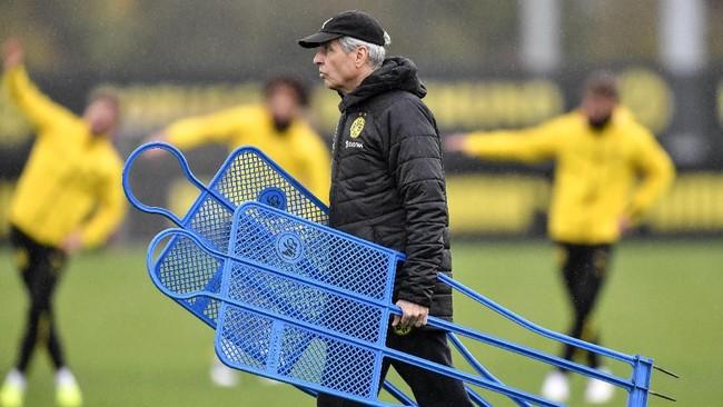 Pelatih Lucien Favre juga sedang membawa Borussia Dortmund melaju cukup apik pada awal musim ini. Die Borussen menduduki posisi runner up di klasemen liga domestik. (AP Photo/Martin Meissner)