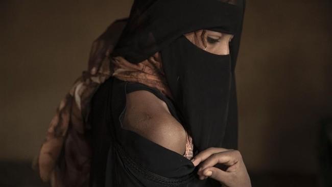 Namun lainnya tidak berhasil masuk ke perbatasan dan terjebak di Yaman karena tidak mendapatkan akses ke negara-negara Eropa. (AP Photo/Nariman El-Mofty)