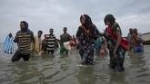 Mereka bercerita kerap mendapat perlakuan buruk dari pelaku perdagangan manusia yang umumnya berasal dari berbagai kelompok etnis dari Yamn dan Ethiopia. (AP Photo/Nariman El-Mofty)
