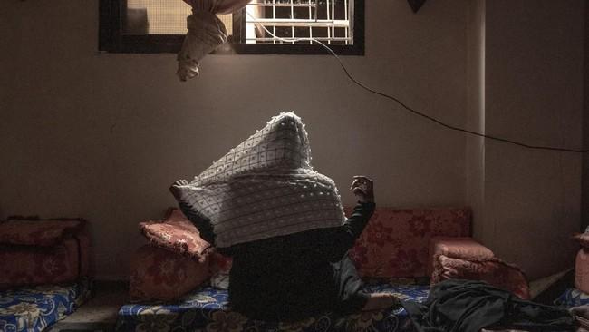 Beberapa di antaranya berhasil masuk dan bekerja menjadi pelayan atau pekerja buruh di Arab Saudi. (AP Photo/Nariman El-Mofty)