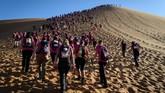 Rose Trip Morocco merupakan kegiatan penjelajahan Gurun Sahara yang dilakukan oleh sekelompok wanita untuk tujuan solidaritas. (AFP/Jean-Philippe Ksiazek)