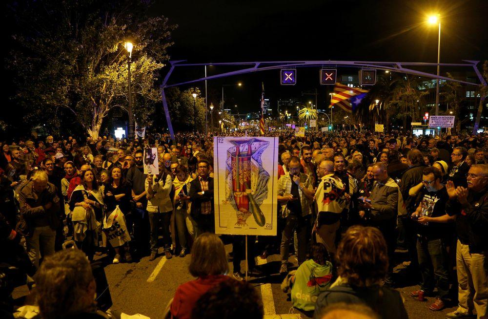 Kedatangan bangsawan Spanyol di Barcelona disambut dengan aksi protes dari separatis Catalunya pada Senin, 4 November 2019.