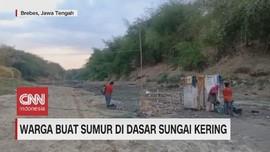 VIDEO: Warga Buat Sumur di Dasar Sungai Kering