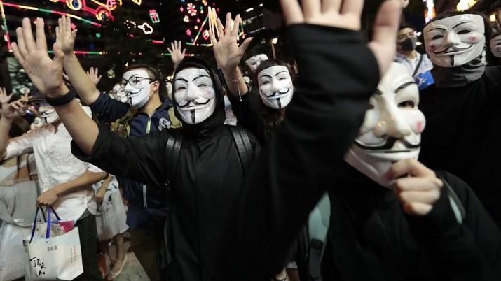 Lupakan Resesi, Demonstran Bertopeng Kembali Serbu Hong Kong