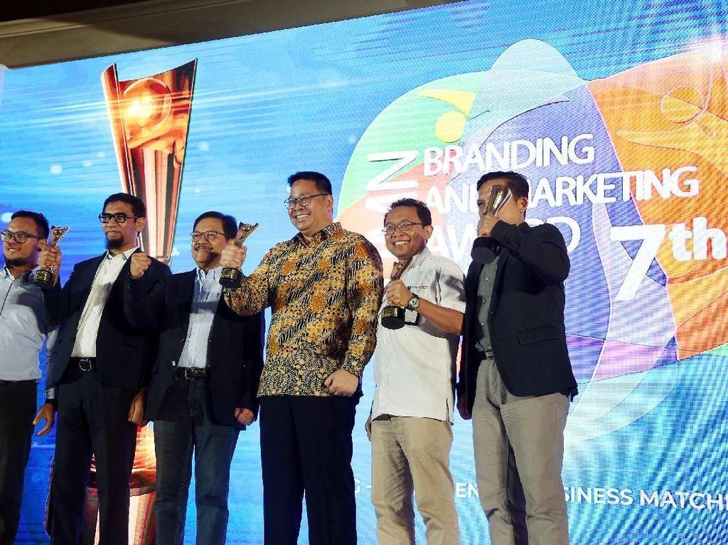 Ketiga kategori yang didapatkan oleh BGR Logistics yakni The Best CEO Integrated Operation, Brand Communication, dan Digital Transformation. Hal ini membuktikan kepercayaan stakeholders atas transformasi yang dilakukan BGR sebagai perusahaan logistik di Indonesia.