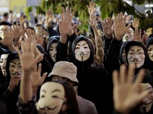 Demo Berkepanjangan, China Copot Direktur Urusan Hong Kong
