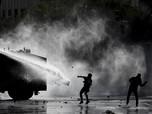 Melihat Bentrokan Pengunjuk Rasa dengan Polisi di Chile