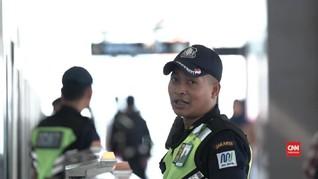 Udin dan Rasa Bangga Menjaga MRT Jakarta