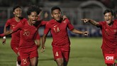 Pertandingan baru berjalan dua menit, Fajar Fathur Rachman mencetak gol memanfaatkan umpan sepak pojok dari Beckham Putra Nugraha.(CNN Indonesia/Bisma Septalisma)