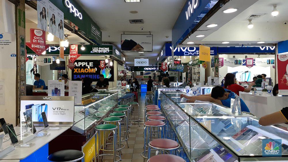 Di toko-toko elektronik di Jaktim: PGC, Pasar Kramat Jati, dan Plaza di Kramat Jati terpantau lengang, Rabu, (6/11), Lengkapnya di link ini.