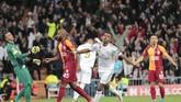 Memasuki menit ketujuh, Rodrygo menyarangkan gol kedua. Sundulan pemain 18 tahun itu membuat Madrid unggul 2-0. Rodrygo pun tercatat sebagai pemain tercepat yang mampu mencetak gol di Liga Champions. (AP Photo/Bernat Armangue)