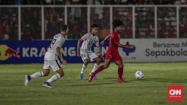 Banyak peluang tercipta namun Timnas Indonesia U-19 gagal menambah gol hingga laga bubar. Skor 3-1 menjadi hasil akhir dan Timnas Indonesia U-19 memimpin klasemen dengan tiga poin, unggul atas Korea Utara, Hong Kong, dan Timor Leste. (CNN Indonesia/Bisma Septalisma)