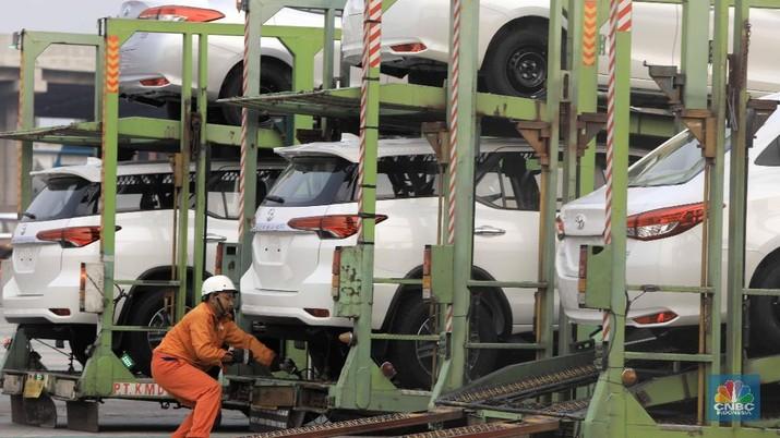 Melihat Suasana Pelabuhan Ekspor Mobil di Tanjung Priok