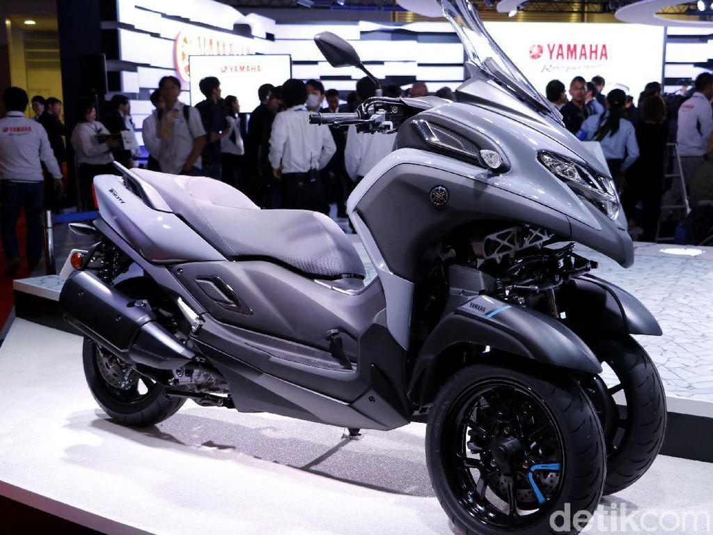 Yamaha mengenalkan model baru motor keempat dengan teknologi LMW (Leaning Multi Wheel) atau roda tiga, yakni TRICITY300 dalam ajang pameran Dunia. Motor ini sempat dipamerkan di Tokyo Motor Show beberapa waktu lalu.