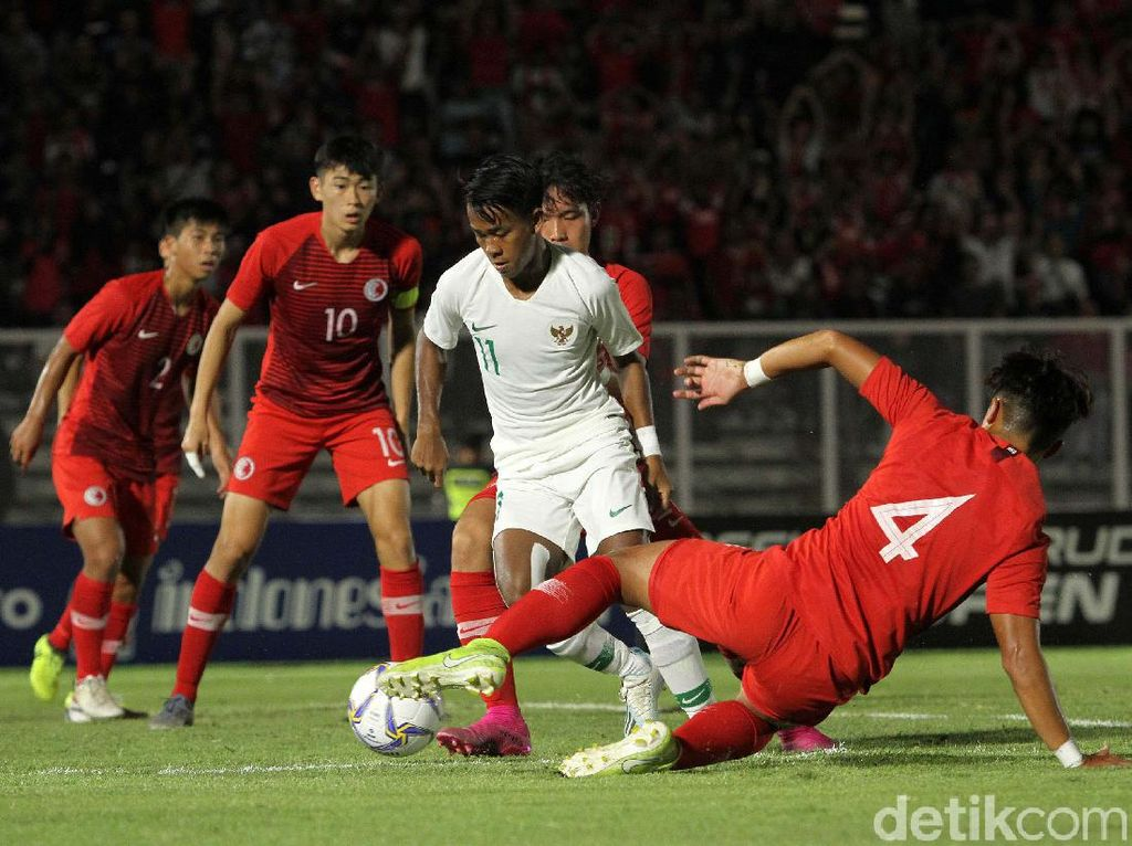 Indonesia mendominasi jalannya babak pertama di laga dengan Hong Kong.