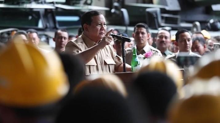 Kunjungan menteri pertahanan ke PT Pindad di Bandung.