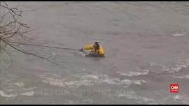 VIDEO: Seorang Pria Terseret Arus Air Terjun Niagara