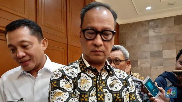 Jokowi Dongkol, Menperin Minta Impor Cangkul Disetop