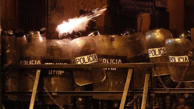 Aksi ini merupakan protes atas hasil pemilihan presiden pada 20 Oktober laluyang dimenangkan oleh petahana, Evo Morales.(AP Photo/Juan Karita)