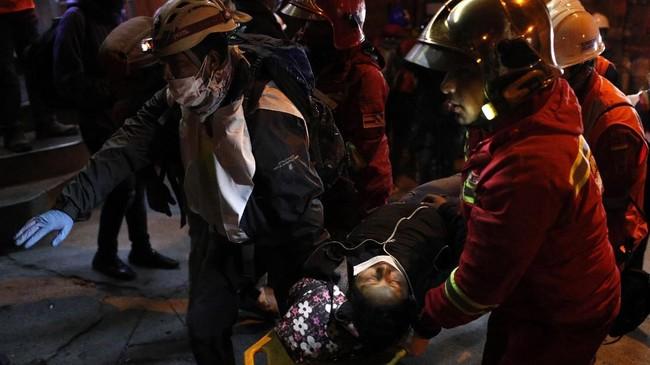 Demonstran anti-pemerintah menuding Morales melakukan kecurangan sehingga unggulan 10 persen suara pada pemilu putaran pertama.(AP Photo/Juan Karita)