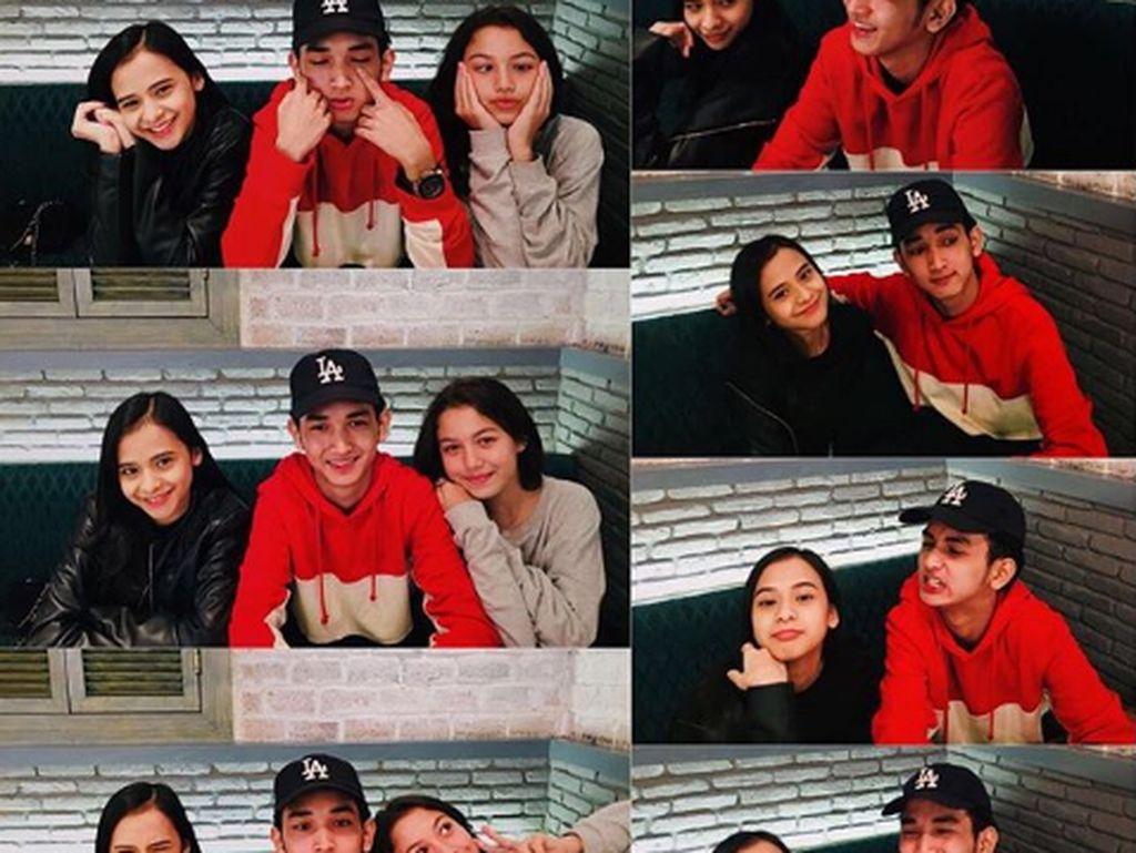 Saat nongkrong bareng temannya di sebuah kafe, tak lupa ia abadikan momen dengan berfoto bersama sambil menunggu pesanannya datang. Foto: Instagram @riooramadhn
