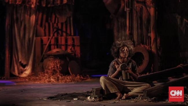 Produksi ke-157 Teater Koma, 'J.J Sampah-Sampah Kota' dipentaskan mulai Kamis (7/11) hingga 17 November di Graha Bhakti Budaya, Taman Ismail Marzuki Jakarta. (CNN Indonesia/Bisma Septalisma)