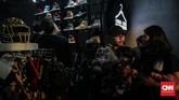 Pada kesempatan ini, USS 2019 juga merilis kolaborasi eksklusif dengan berbagai labelstreetwear ternama seperti Public Culture, FR2, Atmos, hingga Round Two by Sean Wotherspon.(CNN Indonesia/Bisma Septalisma)