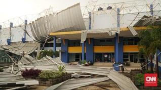Angin Kencang di Bandung, Atap Stadion Arcamanik Ambruk