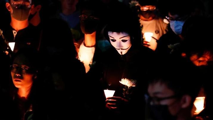 Demo Telan Korban Mahasiswa, Ribuan Warga Hong Kong Berduka