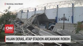 VIDEO: Hujan Deras, Atap Stadion Arcamanik Roboh