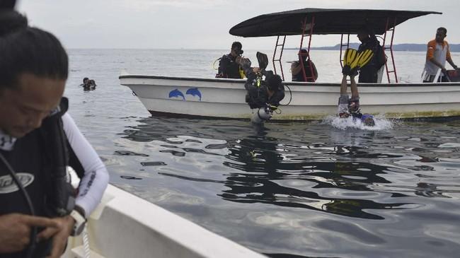 Sebagian wisatawan menyebutkan panorama perairan laut di Pulau Weh ibarat sepenggal surga di dunia. (CHAIDEER MAHYUDDIN / AFP)