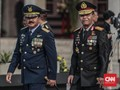 Panglima TNI-Kapolri Lihat Penerjunan, Bandara Timika Ditutup
