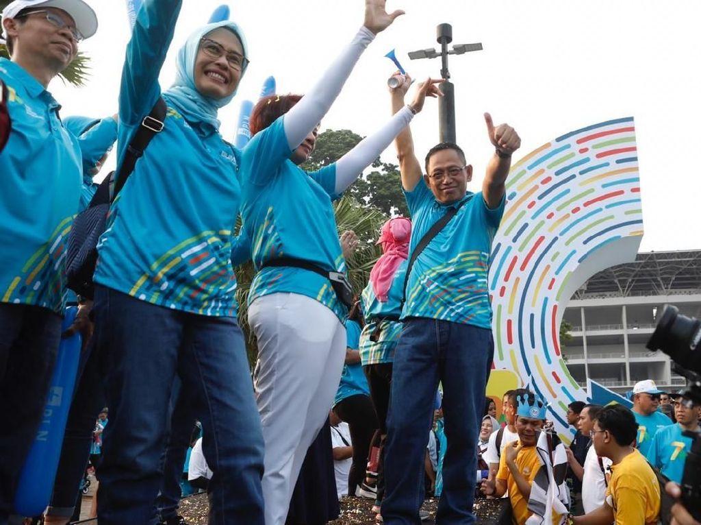 Bertemakan Bersama SDM Unggul Terangi Indonesia kegiatan ini dimulai dengan acara jalan sehat di sekitar Senayan yang diikuti oleh Plt Direktur Utama PLN Sripeni Inten Cahyani beserta jajaran Direksi dan Komisaris PLN.