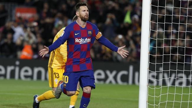 Lionel Messi merayakan gol ke gawang Celta Vigo dengan latar belakang kiper Ruben Blanco. Skor 2-1 untuk Barcelona bertahan hingga akhir babak pertama di Camp Nou. (AP Photo/Joan Monfort)