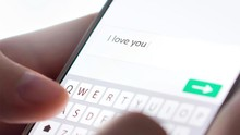 Pengguna Aplikasi Kencan Online Mulai Bosan 'Swipe'