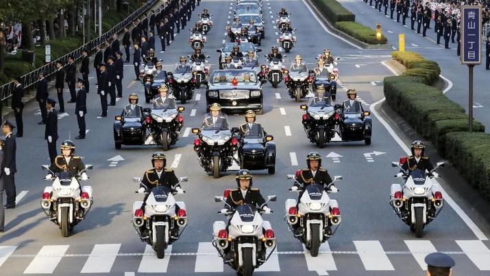 Melihat Parade Penobatan Kaisar Baru Jepang Naruhito