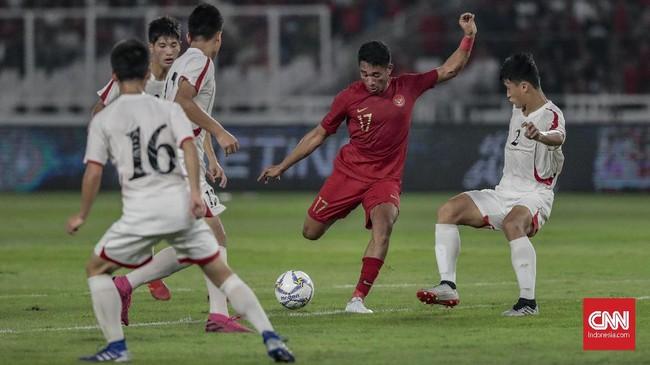 Timnas Indonesia U-19 sempat kesulitan menghadapi Korea Utara U-19 yang bermain dengan tempo cepat sejak awal babak pertama. (CNN Indonesia/Bisma Septalisma)