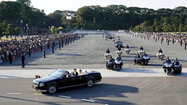 Diprediksi sekitar 50 kendaraan mengikuti parade bersejarah ini. (Shigeyuki Inakumao/Kyodo News via AP)
