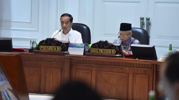 Presiden Joko Widodo (Jokowi) menegaskan kembali bahwa proyek proyek infrastruktur agar jangan semuanya diambil BUMN.