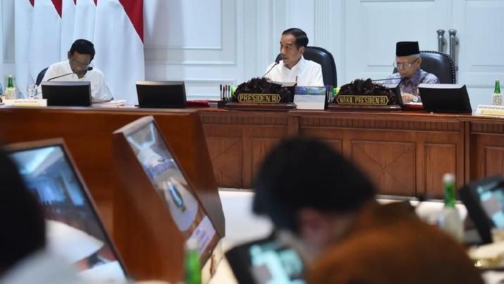 Presiden Joko Widodo kembali mengingatkan para menteri akan rencana pemerintah untuk memperkuat sumber daya manusia (SDM) secara besar-besaran.