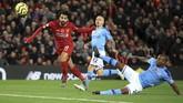 Mohamed Salah membuat skor menjadi 2-0 lewat sundulan kepala di menit ke-13. (Peter Byrne/PA via AP)
