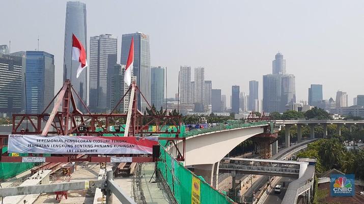 Operasional LRT Jabodebek yang menghubungkan Kuningan-Cawang-Bekasi Timur dan Kuningan-Cawang-Cibubur baru mulai beroperasi pada 2021.