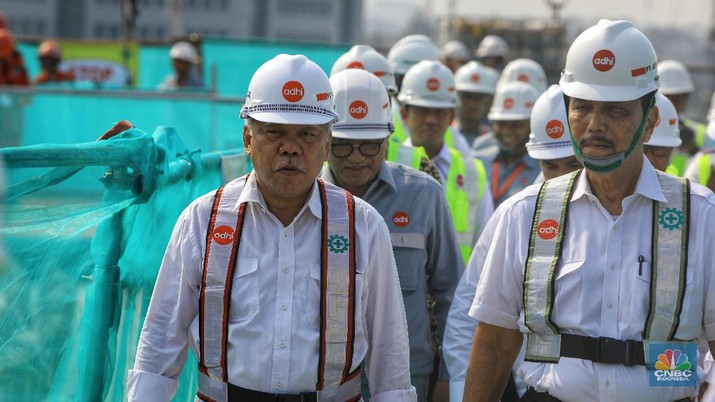 Ada tiga arahan Jokowi kepada para kepala daerah soal banjir.