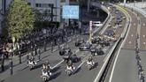 Parade kendaraan dilakukan sejauh 4,6 kilometer dimulai dari Istana Kekaisaran menuju Akasaka Estate. (Photo by STR / JIJI PRESS / AFP)