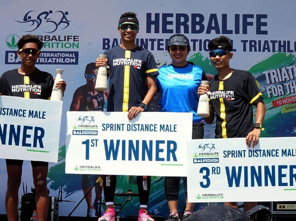 Para pemenang Bali International Triathlon 2019.
