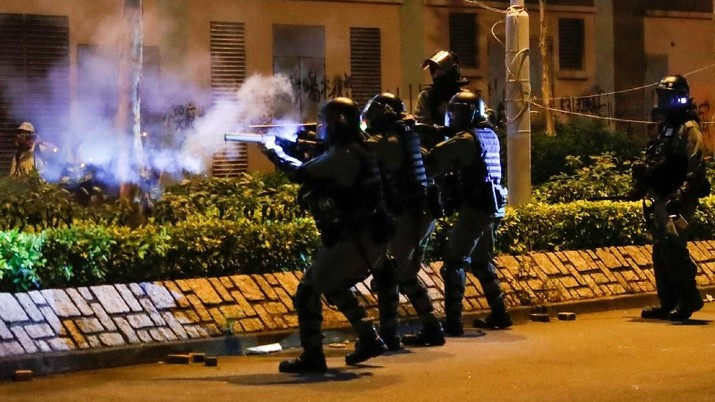 Hong Kong Makin Membara, Polisi Tembaki Pengunjuk Rasa