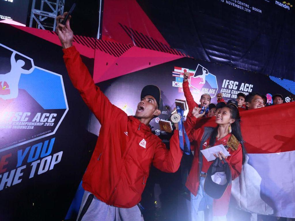 Sedangkan medali perunggu diraih oleh Rahmat Adi Mulyono dengan catatan waktu 6,122 detik, setelah mengalahkan atlet Indonesia lainnya, Zaenal Aripin. Dalam perebutan medali perunggu, Zaenal mengalami fall. (dok. humas PFTI)