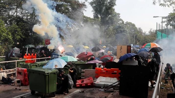 Selain itu, aksi unjuk rasa yang dimulai sejak Juni 2019 itu semakin tidak terkendali dan anarkis.