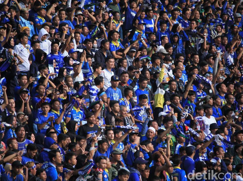 Begini penampakan ribuan penonton yang memadati Jalak Harupat.